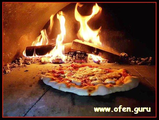 Kirnberg an der Mank, Austria: Pizza backen im Holzbackofen
