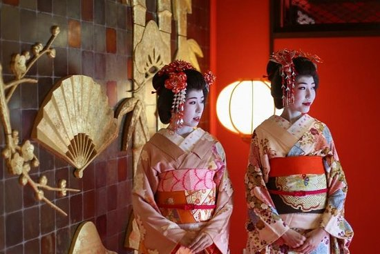Explore Sakata : Maiko Traditional Dance at a traditional Tea House...