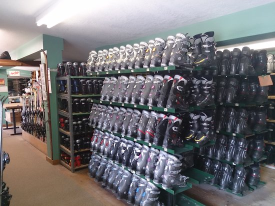 Blue Mountains, Canada: boot drying racks, clean boots, sanitized