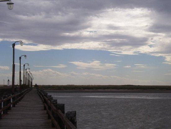 San Blas, الأرجنتين: Es el puente peatonal paralelo al ingreso a Bahía San Blas. 