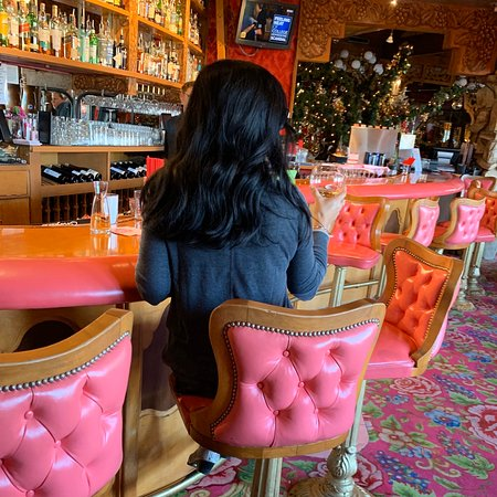 Beautiful Inn! They have a great restaurant and bar located inside! Portions are huge and the staff are friendly! Rooms are themed and a definite must see!