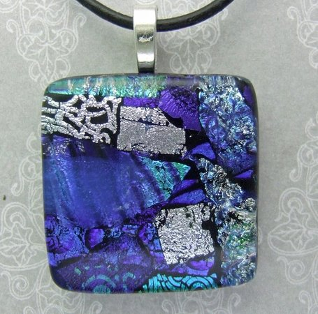 Learn this technique with New Englands ONLY dichroic glass expert, Jordan!   Stacking with Dichroic Technique