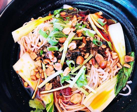 传统湘菜、川菜,等你来品尝