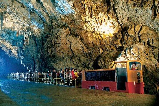 Postojna Cave & Predjama Castle from Rijeka Φωτογραφία