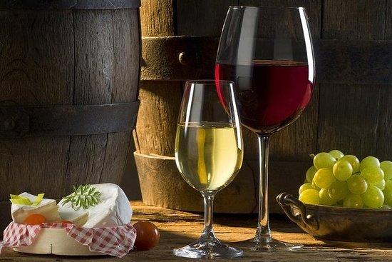 Tour privato del vino Etyek con cena inclusa una crociera serale sul