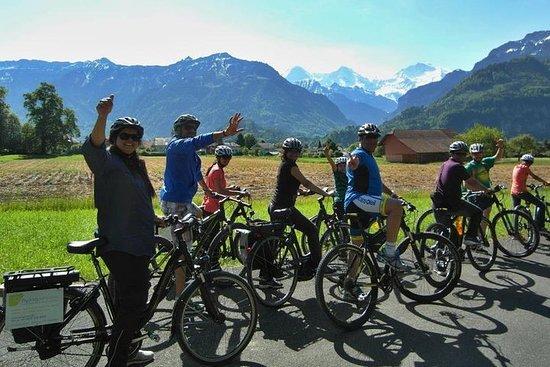 インターラーケンの3時間ガイド付自転車ツアーと農村と古代の村訪問