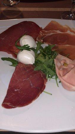 Antipasto (bresaola, bocconcini di mozzarella di bufala, mortadella, prosciutto crudo e rucola)