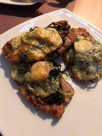 Secondo (salsiccia di maialino nero casertano, provola e friarielli)