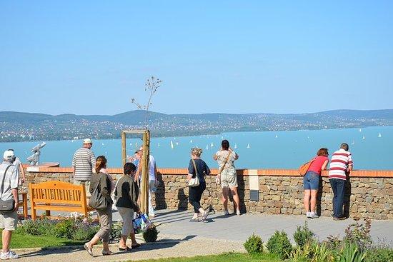 Lago Balatón y fábrica de porcelana...