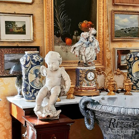 Luxury antiques store in palermo