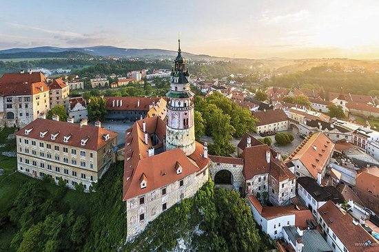 Private Sightseeing transfer from Zell am See to Prague via Cesky...
