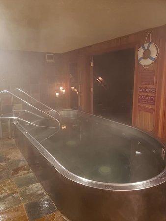 Midpines, CA: The hot tub!