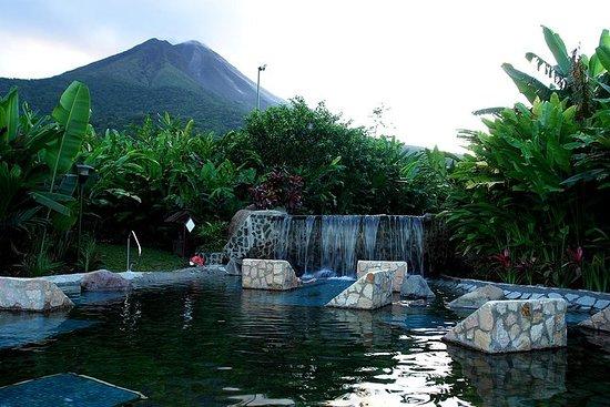 コンビネーションツアー:アレナル火山とバルディ温泉