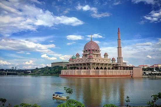 Guided Putrajaya City & Bridges Tour...