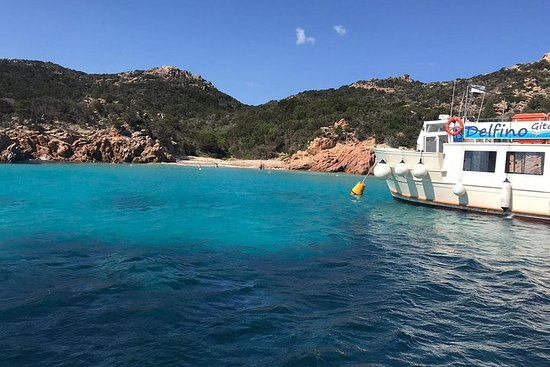 在拉馬達萊納群島(La Maddalena Archipelago)乘船4站