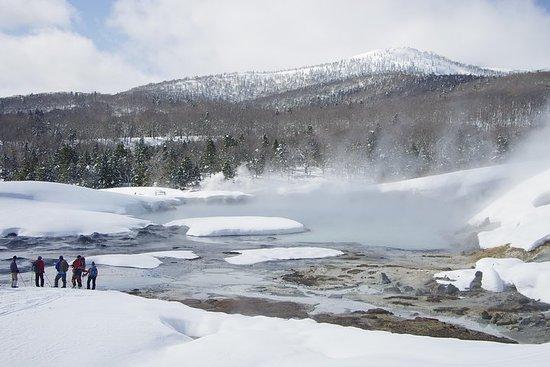 ふかふかの新雪と地球の息吹を体感! 後生掛・大湯沼スノーシューツアー