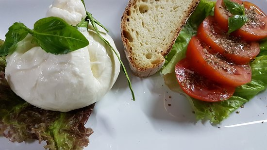 Fresh Burrata a Spaccanapoli