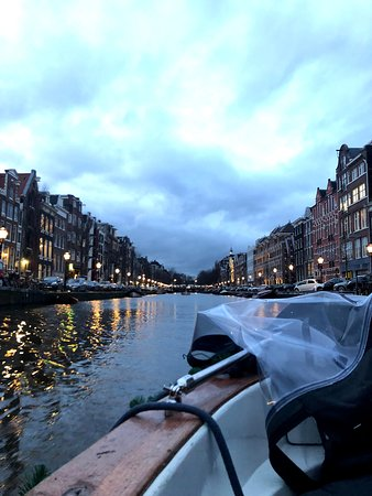 Amsterdam Small-Group Canal Cruise Plus Snacks and Drinks: Last bit of daylight