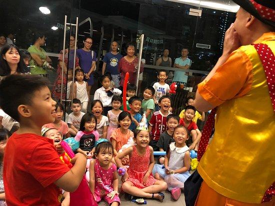 Сингапур: Tricky Patrick, the King of Children's Magic