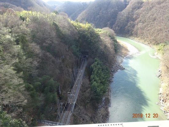 川面まで80メートルあります