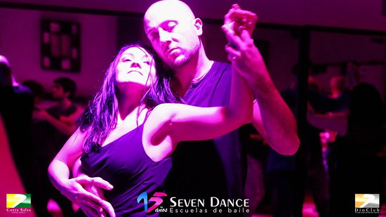 𝑺𝒊 𝒄𝒖𝒂𝒏𝒅𝒐 𝒃𝒂𝒊𝒍𝒂 𝒂𝒑𝒓𝒆𝒕𝒂, 𝒏𝒐 𝒆𝒔 𝒕𝒖 𝒕𝒂𝒍𝒍𝒂. Los #sábados #socialdance con #salsa para #salseros y #bachata para #bachateros sesión #dioclub con taller de #ruedacubana en #barcelona By #sevendance Fotos: https://photos.app.goo.gl/ozCZnZZsfWeTnB7j7 Video: https://youtu.be/1nQXPIo5Ak4