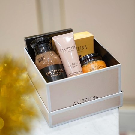 Look no further for the perfect gift for family and friends this festive season! This luxury gift box worth $88 is full of rich chocolate and chestnut goodness. Available for purchase at our Marina Bay Sands outlet.  #angelinasingapore #angelinaparis