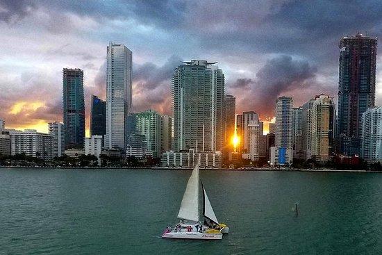 Crucero al atardecer en Miami con...