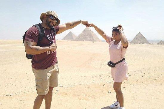 吉薩金字塔和埃及博物館然後從開羅機場的當地集市