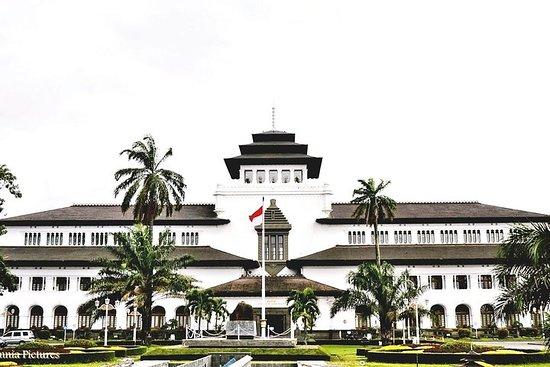 Bandung Fashion & Angklung Music