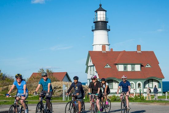 5 Lighthouse Bike Tour with XL Lobster Roll