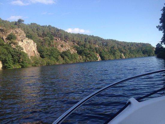 Saint-Vincent-sur-Oust, Francia: Balade en bateau électrique à l'île aux Pies 56350 St Vincent sur Oust