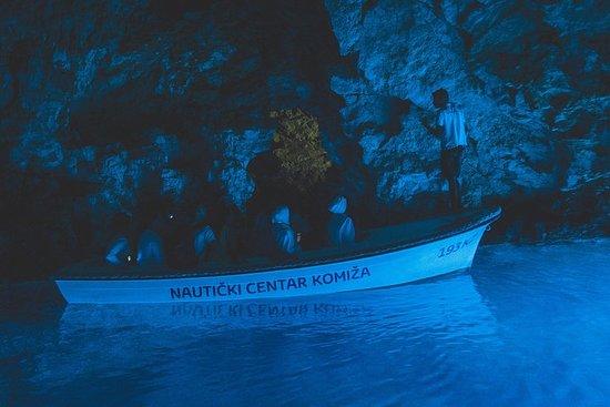 スプリトからのブルーケイブ訪問による5つの島スピードボートツアー