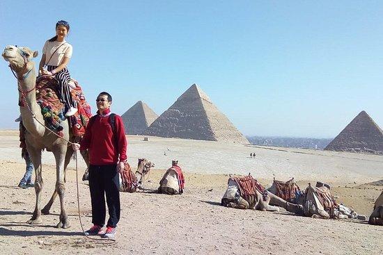 吉薩金字塔和埃及博物館集市從開羅機場
