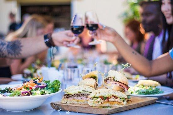 Fuga di vino e pranzo