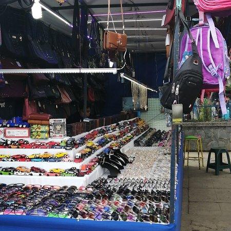 Santa Cruz del Quiche, Guatemala: Venta de bolsos de temporada navideña