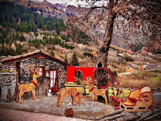 Lozio, Taliansko: la casa di babbo natale al Resú