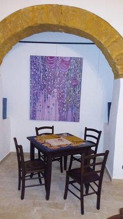 Saletta invernale pronta! Il Café Funduq vi aspetta per degustare i nostri aperitivi e i nostri percorsi gastronomici tipici siciliani 😊
