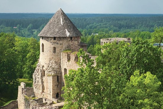 Tour to Cesis, Ligatne and Sigulda.