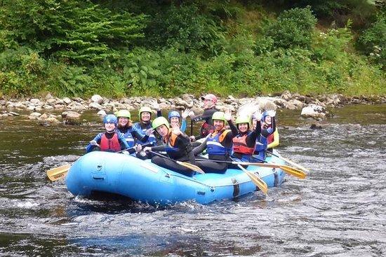 Descenso de rápidos en el río Tay...