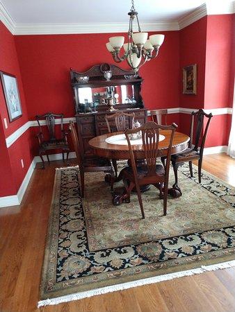 Living room and dining  room - 헤인즈 B&B, 그린즈버러 사진 - 트립어드바이저