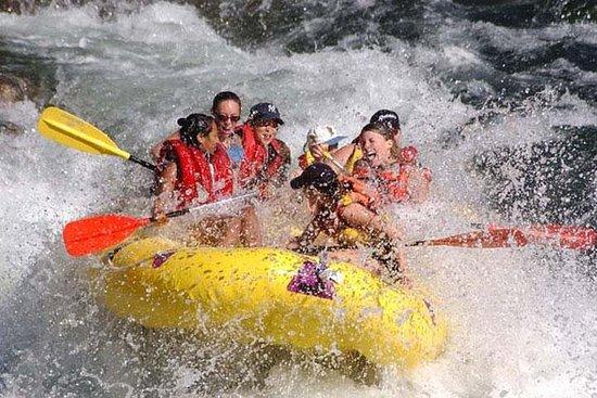 Rafting no Rio Melangit e excursão às...