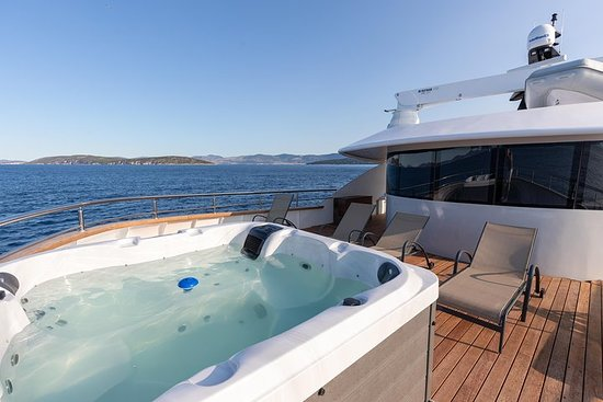 Supreme cruise from Spilt on a luxury yacht, m/s Bella