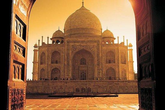 Privat 3-dagars Agra, Taj Mahal, Delhi-tur från Goa med kommersiella ...
