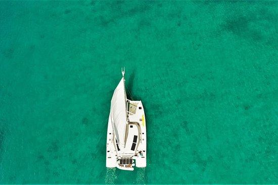 Navegación privada de medio día y snorkel desde Bequia