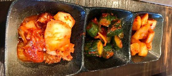 冬は お鍋が美味しい。 あたたかいのが 嬉しい 美味しい 焼肉屋さん。 今日の おすすめを 尋ねると ハズレなし。 赤米のご飯も 地産地消で 美味しい。