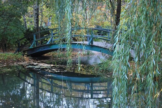 Giverny Small group transfer and...
