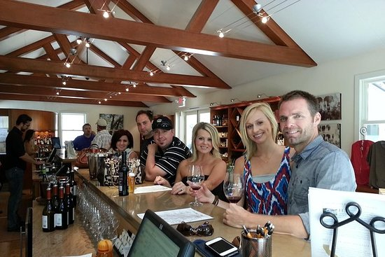 Paso Robles Wine Adventure with pickup from San Simeon, CA
