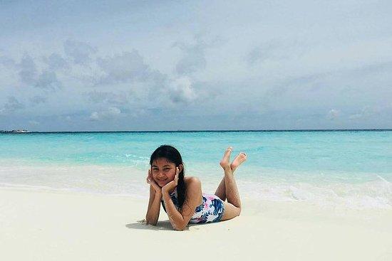 Voyage d'aventure amusant aux Maldives