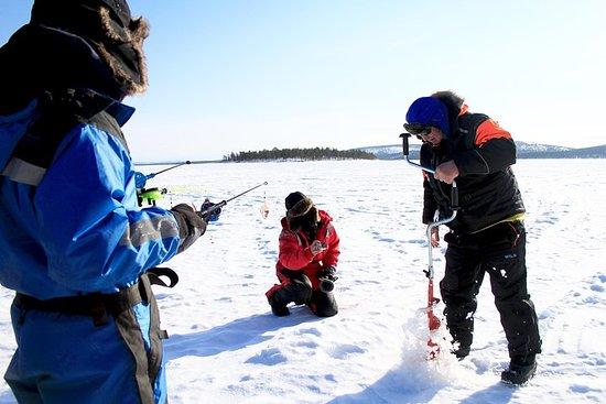 从Kakslauttanen到Inari湖的冰钓野生动物园与篝火晚餐