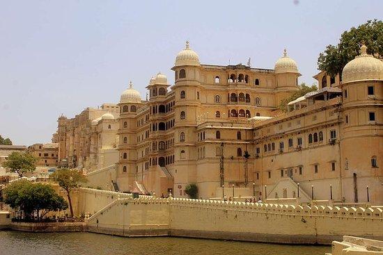 Private Car & Driver For Udaipur - Chittorgarh - Kota - Jaipur 6...
